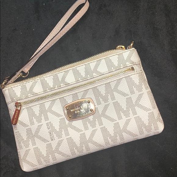 MICHAEL Michael Kors Handbags - Michael Kors Jet Set Medium Wristlet